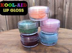 Kool Aid Lip Gloss Recipe Here's a fun recipe to create Vasaline Kool Aid Lip Gloss! The girls will love this one! They make cute little gifts too! Lip Gloss Homemade, Diy Lip Gloss, Homemade Moisturizer, Kool Aid, Vaseline, Diy Crafts For Kids, Fun Crafts, Craft Ideas, Party Crafts