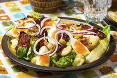 Lun potetsalat med bacon og egg