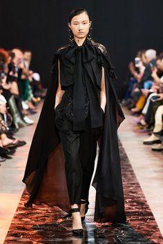 Elie Saab Fall 2020 Ready-to-Wear Fashion Show - Vogue Fashion Moda, Daily Fashion, Runway Fashion, Fashion Trends, Street Fashion, Fashion Inspiration, Women's Fashion, Fashion Week Paris, Elie Saab Bridal