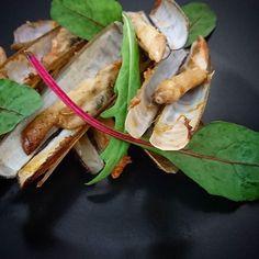 Je ne savais pas comment te le dire Christophe les placards sont vides..... #menubistronomique #coquillage #seafood #couteaux #xipister #assaisonnementbasque #pimentdespelette #Food #Foodista #PornFood #Cuisine #Yummy #Cooking