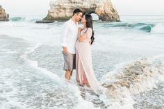 Beach Maternity Session | www.aimeepoolphoto.com