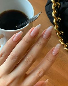 Pink nails are very safe manicure colors. Girls with different temperaments can get the sweet feeling of pink very well. and don't look down upon pink nails. Aycrlic Nails, Swag Nails, Coffin Nails, Glitter Nails, Nails News, Grunge Nails, Matte Nails, Stiletto Nails, Stylish Nails