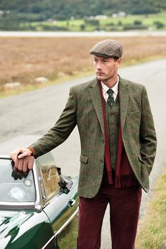 If you want to adopt the country look, tweed is the perfect place to start.