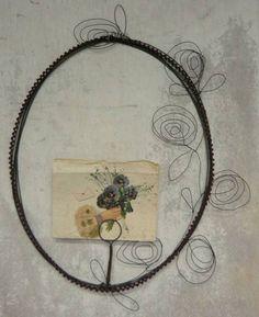 Lovely wire frame by De Beaux Souvenirs—so unique…