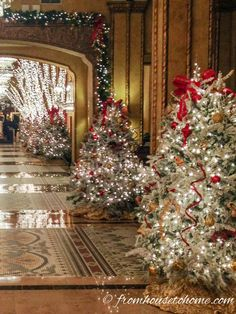 Red White and Gold Christmas Tree | Christmas tree decorating ideas that will inspire you