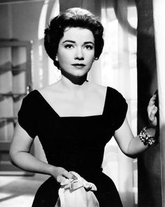 Anne Baxter in Chase a Crooked Shadow Black And White Picture Wall, Black And White Pictures, Vintage Hollywood, Classic Hollywood, New Movies, Good Movies, In The Heights Movie, Anne Baxter, Famous Faces