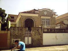 Casa de subúrbio, no bairro do Méier, no Rio de Janeiro, estado do Rio de Janeiro, Brasil.