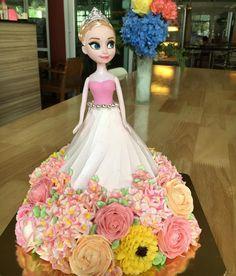 Lady in pink #pink #foodporn #buttercreamflowers #flowerlovers #wiltoncakes
