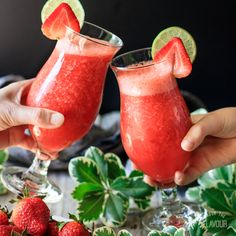 Are you looking for the best virgin strawberry daiquiri you'll ever taste? This non alcoholic strawberry daiquiri is the ultimate frozen drink for summer. Virgin Strawberry Daquiri Recipe, Strawberry Drink Recipes, Drink Recipes Nonalcoholic, Easy Alcoholic Drinks, Drinks Alcohol Recipes, Fun Drinks, Healthy Drinks, Kids Mocktails, Best Mocktails