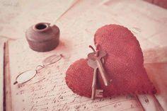Kimi vakitler, ruhumda hissettiklerim dünyaya çıkacak bir kelime bulamaz.   Ali Ayçil