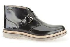 Modische Stiefel aus schwarzem Hochglanzleder mit Schnallenverschluss, Clarks Monmart Hi, 120,00 Euro: http://www.clarks.de/p/26103050 #AW14