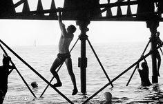 Romano Gagnoni, England Southsea piers, 1981 Portsmouth, Telescope, The Twenties, Aqua, England, Swimming, Black And White, Places, Water