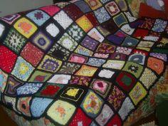 Colcha de croche eem squares, aproveitando restos de lã, feita por mim e por algumas amigas, para doação Blanket, Crochet, Bags, Knitting And Crocheting, Crafts, Tricot, Stuff Stuff, Manualidades, Handbags