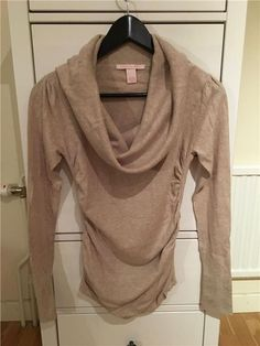 Victoria's Secret - beige tröja i strl small med stor krage och veckad midja 299 kr