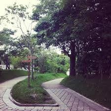 El Parque del Bicentenario es un área natural protegida que abarca los municipios de Antiguo Cuscatlán y San Salvador, en El Salvador. Forma parte de la Reserva Forestal El Espino y fue inaugurado el 5 de noviembre de 2011, día de la celebración del Bicentenario del Primer Movimiento Independentista de Centroamérica. Cuenta con una extensión de 91 hectáreas, lo cual lo convierte en un pulmón para la capital salvadoreña.1 2 El parque cuenta con la asistencia de la fundación ecológica…