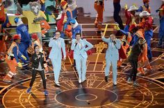 """Calgary twins Tegan and Sara perform the nominated song """"Everything is Awesome at the 2015 Oscars  OH CANADA"""