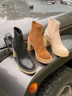 Great style doesn't take a rain check. Meet Caster - the waterproof booties you'll live in all season long. Mommy Style, Dolce Vita Shoes, Crazy Shoes, Sock Shoes, Chelsea Boots, Autumn Winter Fashion, Pumps, Fall Booties, Zapatos
