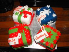 Christmas mini cakes made for my friends at our christmas lunch. They absolutely loved it and I had a blast decorating these. Made from a 7 inch square pan and cut into 4 equal squares. TFL!