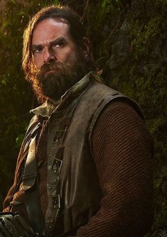 Duncan Lacroix as Murtagh in Outlander Outlander Series Cast, Outlander Knitting, Outlander Quotes, Outlander Casting, Starz Series, Claire Fraser, Jamie And Claire, Jamie Fraser, Entertainment