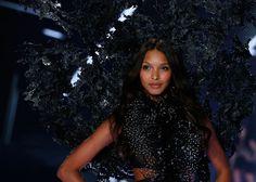 Laís Ribeiroque já fazia desfiles e campanhas para a Victoria's Secret desde de 2010, é a mais nova angel da gigante de lingeries. O primeiro desfile oficial da top no novo cargo será no fim de 2015, no famoso desfile anual da marca.