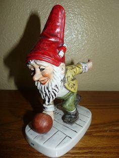 Retired Vintage 1975 Goebel/V Jim the Bowler Figurine 526 17-52611- Signed