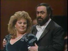 brindisi from  la traviata      pavarotti plus 1989