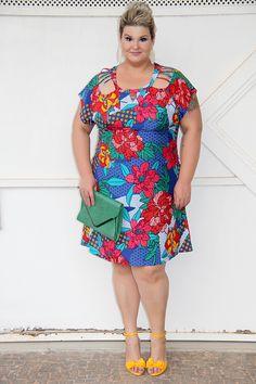 Vestido estampado floral plus size da Predilect's Plus: uma ótima opção de look arrumadinho para os dias quentes!