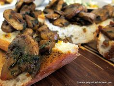 French-style Baguette with Goat Cheese & Mushrooms! Great vegetarian tapas idea for your next party! Pair it with a lovely Chardonnay :)