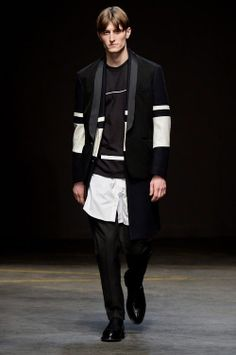 Four menswear Fall-Winter 2014/2015 top trends from London Fashion WeekDaring and dark Slim lines, dark colors, easy style, leather - these are key ingredients for great Winter 14/15 outfit.