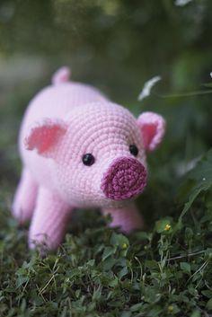 Pig Amigurumi CAL pattern by Brenna Eaves Join Furls Crochet and Brenna Eaves of Little Raven Fiberarts for this fun CAL with these adorable Amigurumi Piggies. Crochet Pig, Crochet Patron, Crochet Geek, Cute Crochet, Crochet Toys, Ravelry Crochet, Knitted Dolls, Crochet Amigurumi Free Patterns, Crochet Animal Patterns