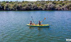 Era o zi prea călduroasă de vară și nu mai rezistam să stăm pe plajă, la soare. Am fi ajuns de nerecunoscut, cel mai probabil, de la prea mult bronz pe piele.Așa că ne-am gândit să facem câteva cercetări și să căutăm experiențe turistice în Constanța. Eram pregătită să încerc orice noutate! Zig Zag, Boat, Explore, Dinghy, Boats, Exploring, Ship