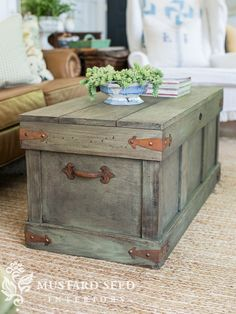 Trunk with Distressed Paint Finish Pottery Barn Knock Off Trunk Table Basse Rustic Furniture, Painted Furniture, Diy Furniture, Painted Wood, Painted Trunk, Modern Furniture, Antique Furniture, Furniture Design, Furniture Plans