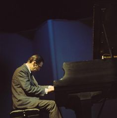 View and license Bill Evans pictures & news photos from Getty Images. Jazz Artists, Jazz Musicians, Bill Evans, All That Jazz, Jazz Blues, Chant, Haircuts For Men, Masters, Pictures