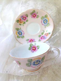 Vintage Occupied Japan Tea Cup and Saucer Vintage Cups, Vintage China, Vintage Tea, Tea Party Setting, My Cup Of Tea, Chocolate Pots, China Dinnerware, Tea Sets, Tea Cup Saucer