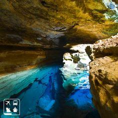 Todo viajante que visita os poços de água azul nas cavernas da Chapada Diamantina-BA ficam maravilhados com tanta beleza. Sem falar nos mirantes, morros, na vegetação e as incríveis cachoeiras. Aproveite os próximos feriados de 2015 para fazer uma viagem de aventura, procure um de nossos consultores e programe hoje mesmo sua próxima viagem. #CurtaOBrasil #ClubedosViajantes #Viagens #AmoViajar #ChapadaDiamantina #BahiaLinda #ClubeTurismo