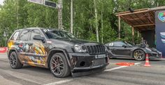 This is no ordinary SRT8 - with its custom twin turbo setup, this Jeep Grand Cherokee SRT-8 outputs an absolutely mental 1200hp. When compared to the Porsche 911 Turbo S in this video which is making a still very impressive 650hp.  The highly-modified SRT8 still has a big aerodynamic disadvantage