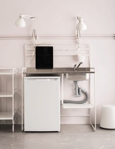 Want new kitchen ideas for kitchens on a budget? SUNNERSTA mini-kitchen in white is a compact kitchen unit and a great solution if you are looking for new kitchen units. It is airy, spacious and easy to put up and take down yourself. Basement Bar Designs, Kitchen Fittings, Mini Kitchen, Kitchen Niche, Small Space Kitchen, Kitchen Space, Kitchen On A Budget, Ikea, Compact Kitchen Unit