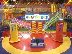 """""""Fun hooouse, it's a whole lotta fun, prizes to be won (it's a real whacky show where anything gooooes)"""""""