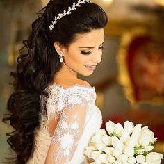 Make noiva ❤️ . Wedding Hair Down, Wedding Hairstyles For Long Hair, Wedding Hair And Makeup, Wedding Updo, Bride Hairstyles, Down Hairstyles, Medium Hair Styles, Long Hair Styles, Short Grey Hair