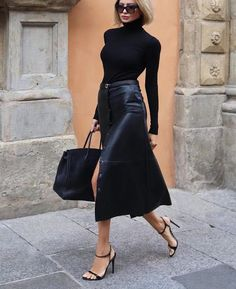 Fashion outfits 805862927057762253 - Street Style Looks to Copy Now – Street style fashion / fashion week Source by Lorinenofficial Mode Outfits, Chic Outfits, Fall Outfits, Fashion Outfits, Womens Fashion, Office Outfits, Woman Outfits, Classic Outfits, Sweater Outfits