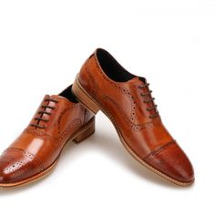 High Quality Men Oxfords Shoes British Style Carved Genuine Leather Shoe Brown Brogue Shoes Lace-Up Bullock Business Men's Flats // Price: $126.34 & FREE Shipping // https://nicoleira.com #fashiontrends