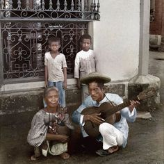51 Old Colorized Photos Reveal The Fascinating Filipino Life Between 1900 - 1960 University Of Michigan Library, State University, Philippines Culture, Manila Philippines, Cheerleading Pyramids, Filipino Fashion, Filipina Girls, Normal School, Filipino Culture