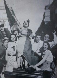Spain, 1936 (¿Podría ser una foto con fecha anterior a la guerra? ¿Quizá de la celebración de la proclamación de la Segunda República, el 14 de abril de 1931). No tengo más datos sobre esta fantástica foto.