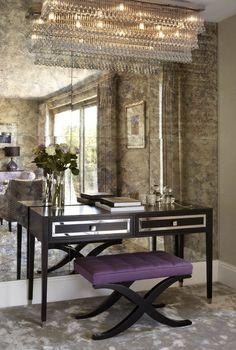 Vanity table with an upholstered ottoman and an antiqued mirror using mercury glass / Sala de vanidad con una pared hecha en espejo de mercurio