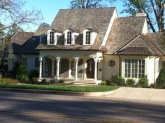 Sweet Chaos Home: Exterior Paint Color Inspiration: Benjamin Moore Timid White