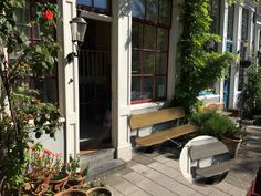 referenties en recent gemonteerde Amsterbankjes. Patio, Outdoor Decor, Design, Home Decor, Terrace, Interior Design, Home Interiors, Decoration Home