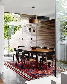 'That House' (Melbourne) Austin Maynard Architects @maynardarchitect  Photo Tess Kelly  @tesskellyphotography  #austinmaynardarchitects #architecture #instarchitecture #dining #diningroom #timber #concrete #housedesign #midcenturystyle #timberwall #instainteriors #interiordesign #instadesign #interiors