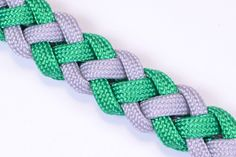 How to Make a Survival Paracord Bracelet - Coyote Trail - BoredParacord