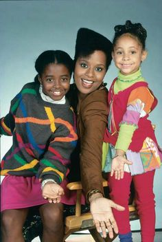 Keshia Knight-Pulliam, Tempestt Bledsoe, & Raven Symone as Rudy, Vanessa, & Olivia on The Cosby Show Keshia Knight Pulliam, Black Sitcoms, Black Tv Shows, 90s Tv Shows, The Cosby Show, Bill Cosby, African American History, Classic Tv, Radios