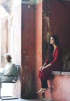 """Malavika"" by Richa Girl Photo Poses, Girl Photography Poses, Girl Poses, Creative Photography, Editorial Photography, Indian Photoshoot, Saree Photoshoot, India Fashion, Boho Fashion"